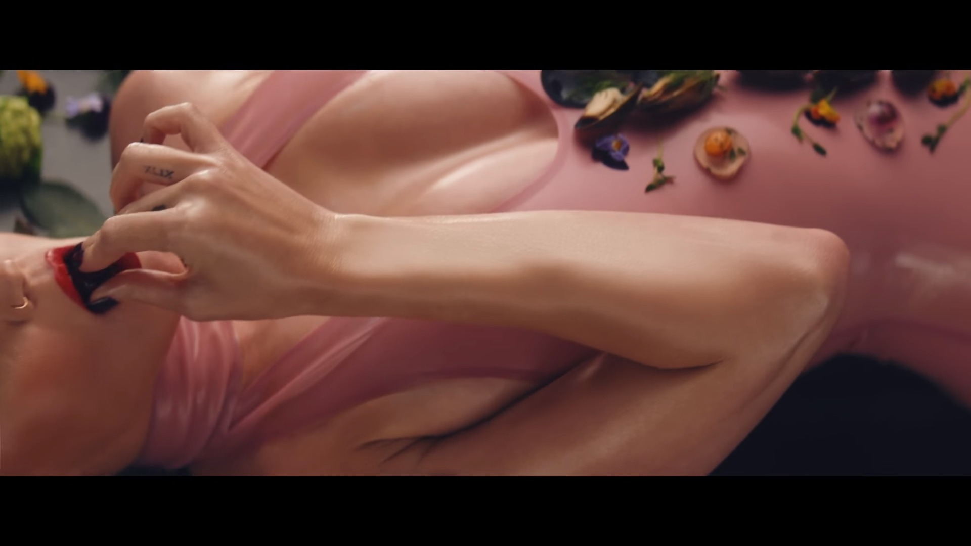 katy perry bon appetit latex (2)