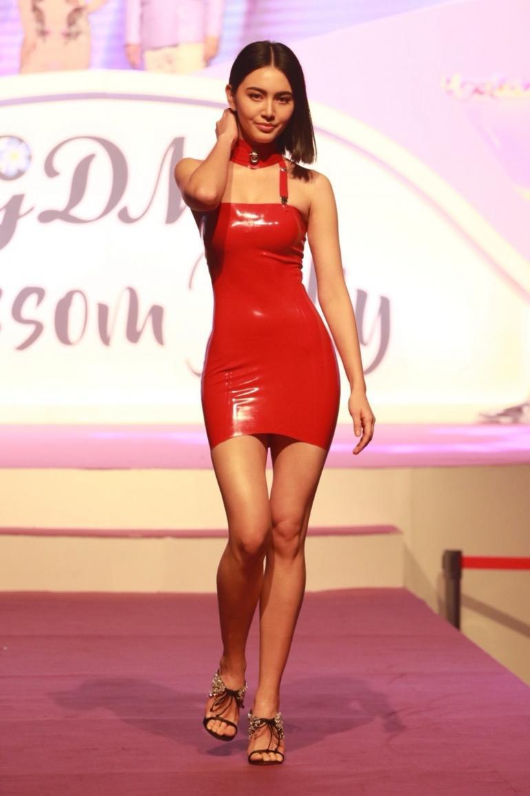Davika Hoorne -Atsuko Kudo Latex - GDM Blossom Jelly (2)