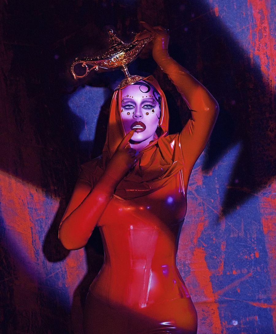 christina-aguilera-latex-halloween-b.jpg
